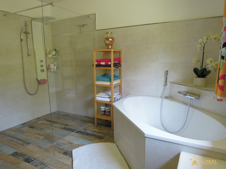 luxuriöses Badezimmer