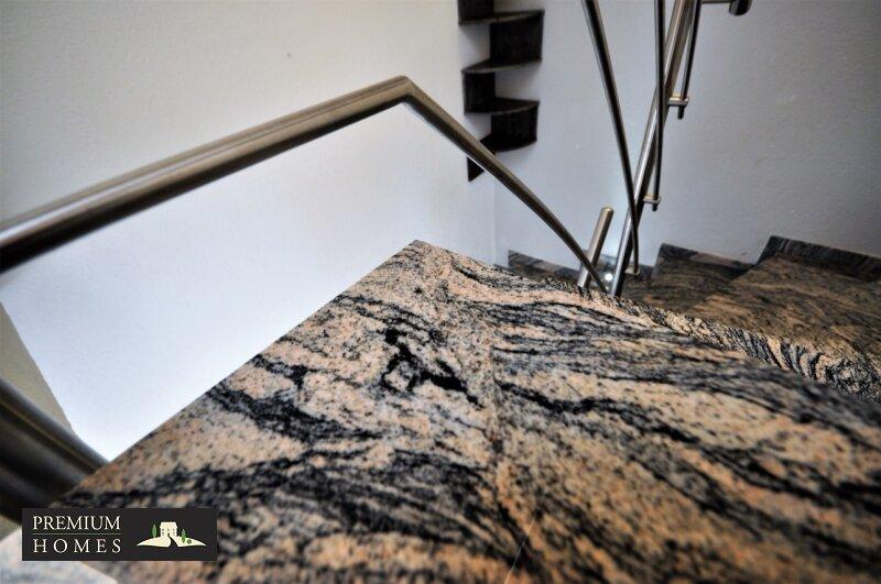 Angerberg_Doppelhaushälfte_Treppe/Granit-Stein