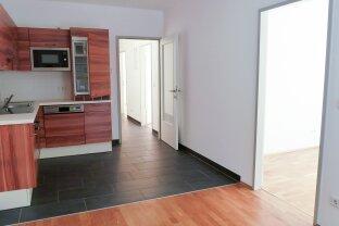 Moderne, hochwertig ausgestattete 4-Zimmer Wohnung. Zentral gelegen. WG tauglich!