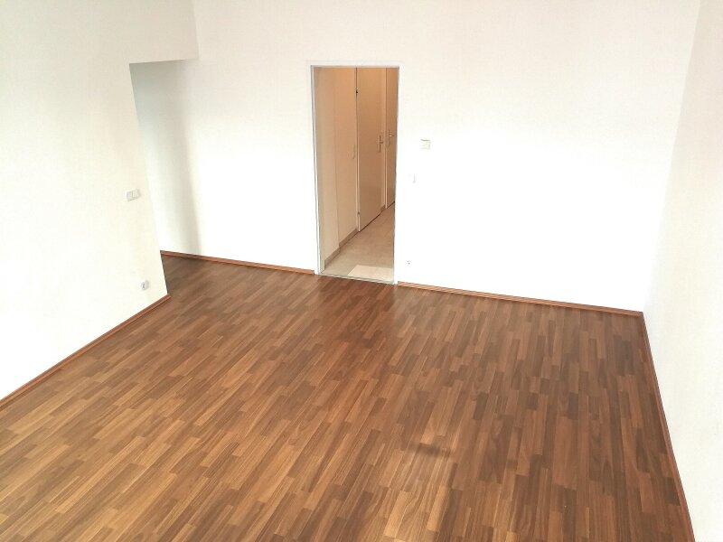 NEUWERTIGE  ALTBAUWOHNUNG - 3 Zimmer -  LIFT - U Bahn Nähe - BEZUGSFERTIG - KFZ STELLPLATZ /  / 1060Wien / Bild 0