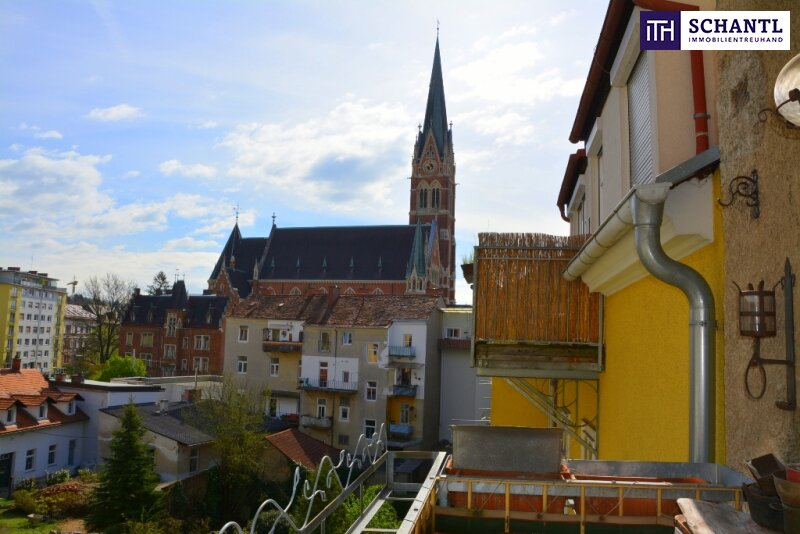 Top-Lage!!! Sanierungsbedürftige Altbauwohnung im Herz-Jesu-Viertel mit 4 Zimmer + Balkon + WG-tauglicher Umbau möglich!
