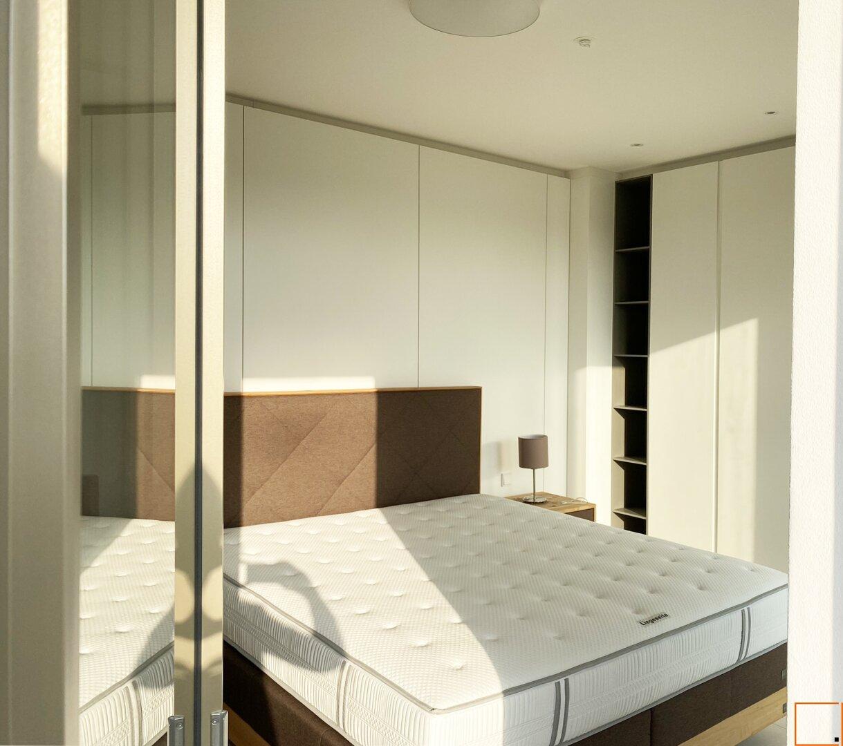 Schlafzimmer_Blick auf 2. Schrankwand