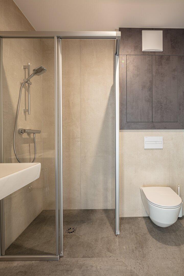 Bad und WC einer 46 m² Wohnung.jpg
