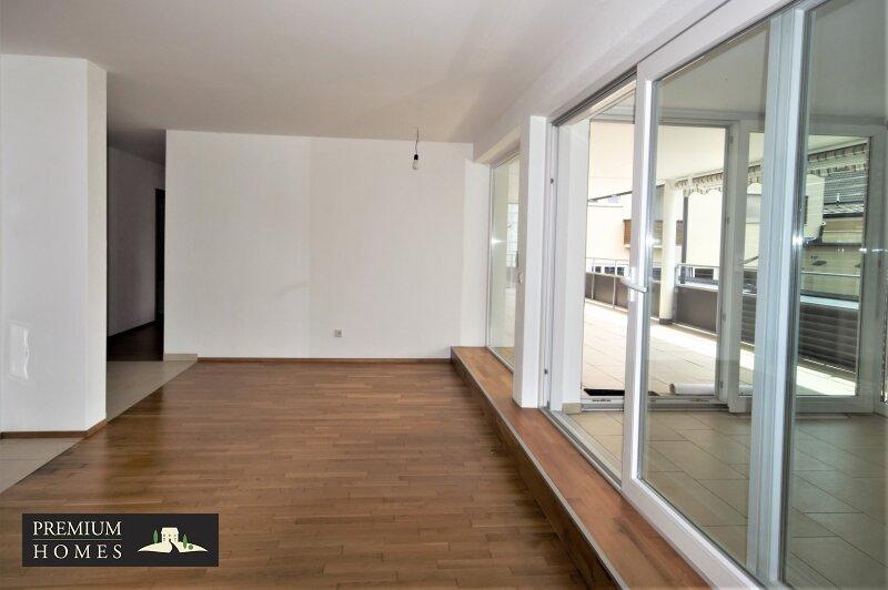 BAD HÄRING - MIETWOHNUNG - Wohnzimmer mit Zugang zu den Zimmern