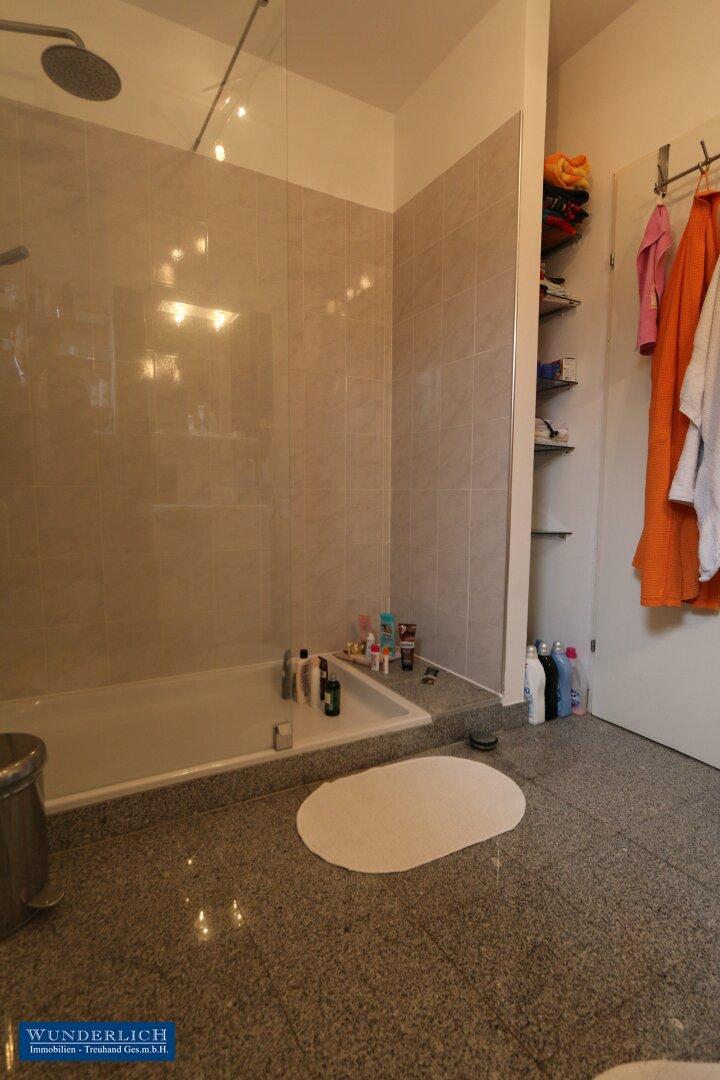 Bad mit Dusche/WC im OG