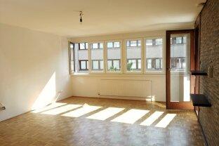 TOP ANGEBOT... NEU SANIERTE 3 Zimmer mit brandneuer Küche und Fenster und hofesitiger Loggia in Ruhelage + optionaler Garagenstellplatz!
