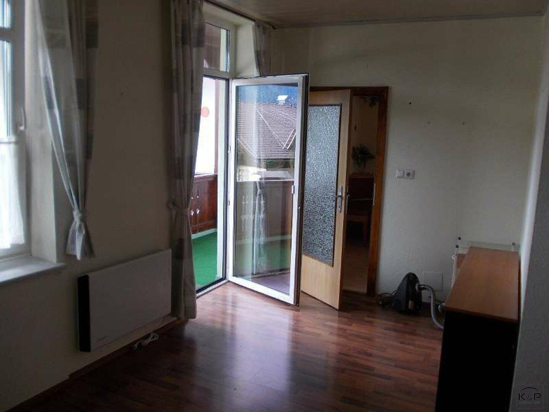 Wohnraum-Ausgang zum Balkon