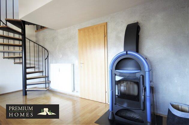 Breitenbach-Dorf-Mietwohnung-Wohnzimmer mit Ofen