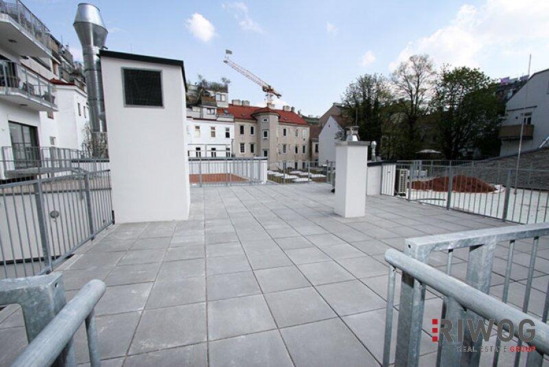 ERSTBEZUG - wunderschöne 3-Zimmer Wohnung  mit riesiger Dachterrasse im Hofzubau /  / 1180Wien / Bild 0