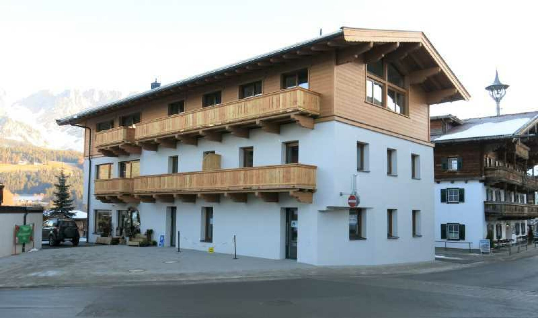 Wohn- und Geschäftshaus Ellmau, Ansicht von Südwesten