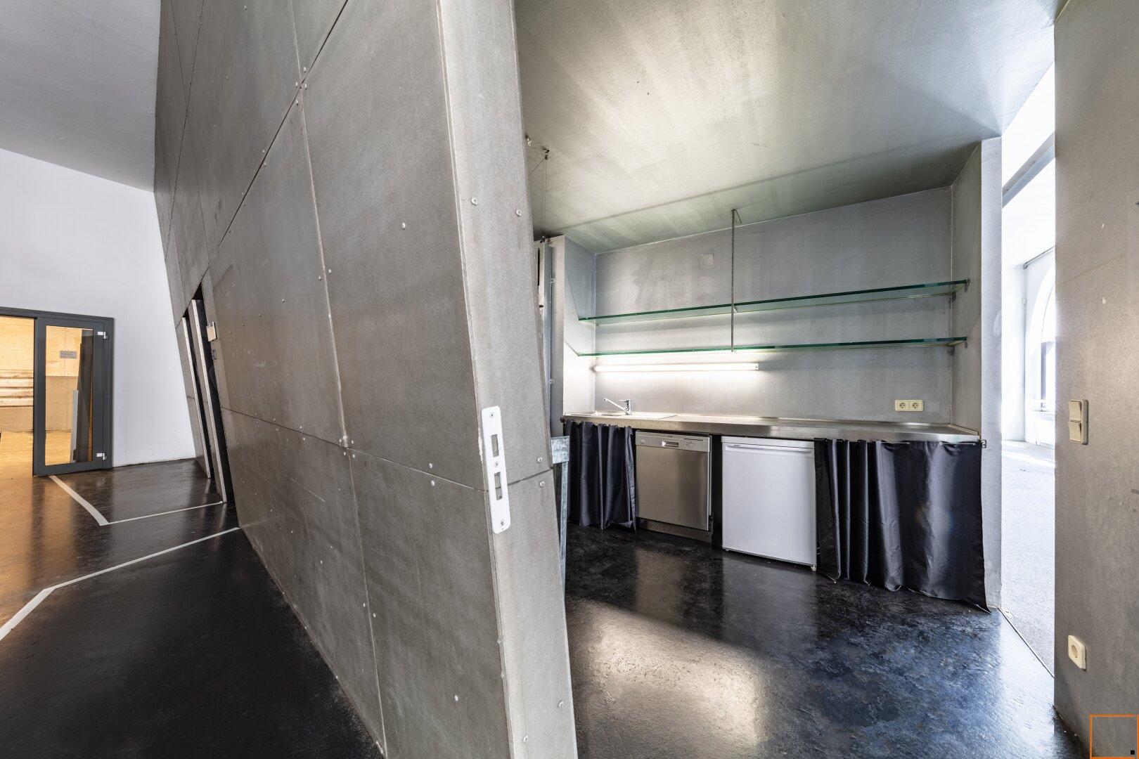 Vorraum mit Zugang in die Küche