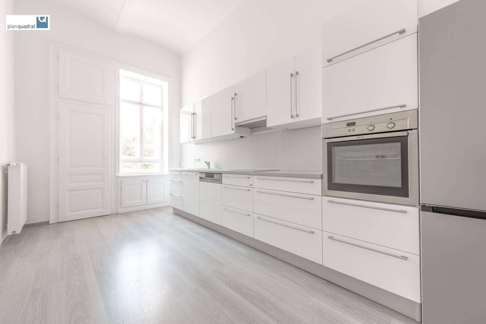 Küche (mit umfassend ausgestatteter Küchenzeile)