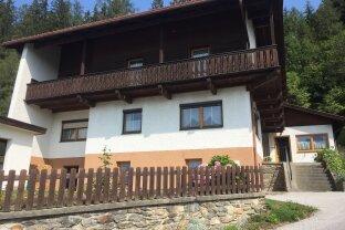 PATSCH - Zweifamilienhaus in sonniger, unverbaubarer Lage