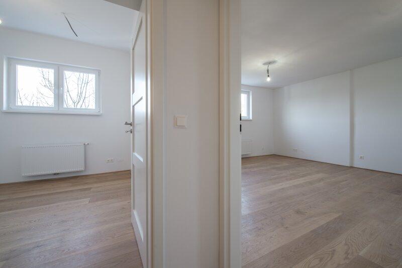 ++NEU** ERSTBEZUG: Kernsanierte DG-Wohnung in Stilvilla! idyllischer Garten! **perfekt für Anleger**