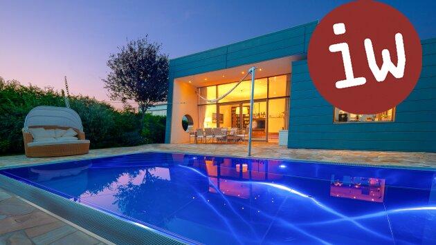 Villa-Meisterwerk zeitgenössischer Architektur in fantastischer Grünlage