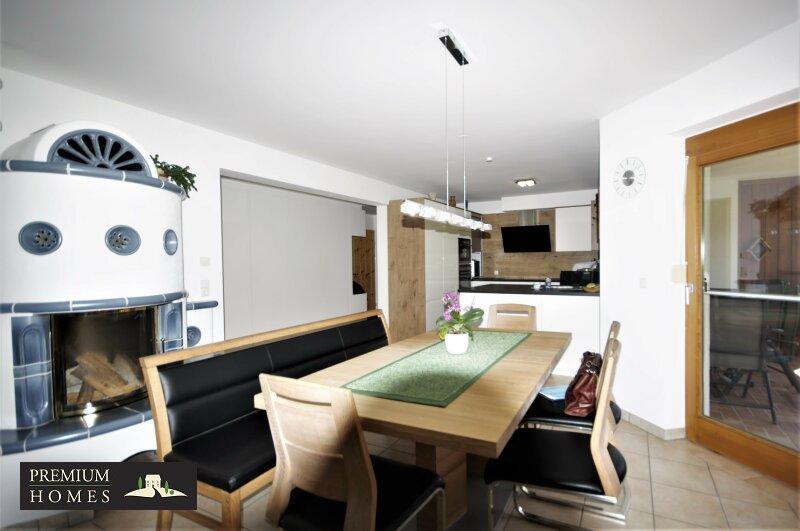 Ellmau - Eigentumswohnung - Küche mit Esstisch und Zugang Süd-West-Balkon