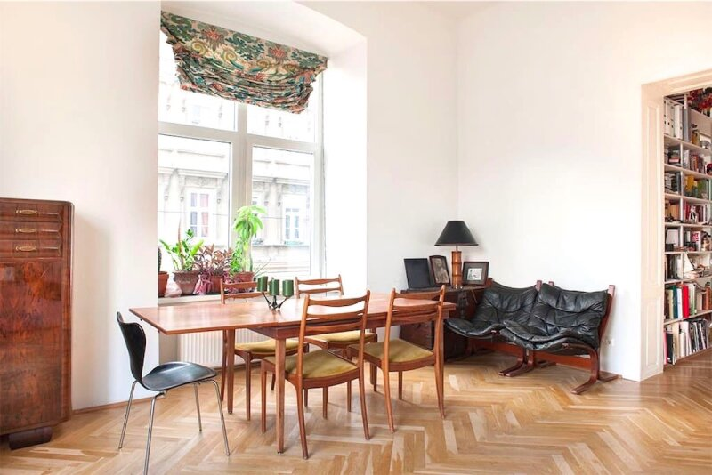 Sonnige, bildhübsche 2 1/2 Zimmerwohnung mit Altbaucharme, Blick auf Yppenplatz, großer Wohnraum mit Küche, Linie U6-Josefstädterstraße + Alserstraße! /  / 1160Wien / Bild 6