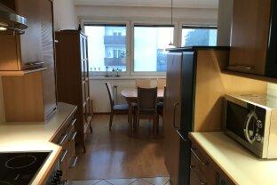 4-Zimmer Wohnung mit Loggia und Abstellplatz!