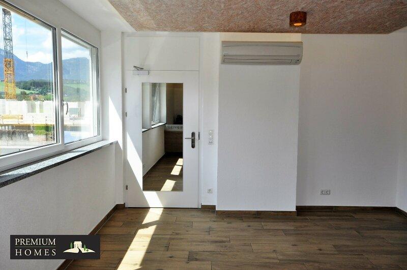 WÖRGL_ ANLAGE_ Rendite_Objekt im Zentrum von Wörgl ca. 4,00 % p.a _Geschäftsfläche zu verkaufen_Eingangsbereich mit Klimaanlage