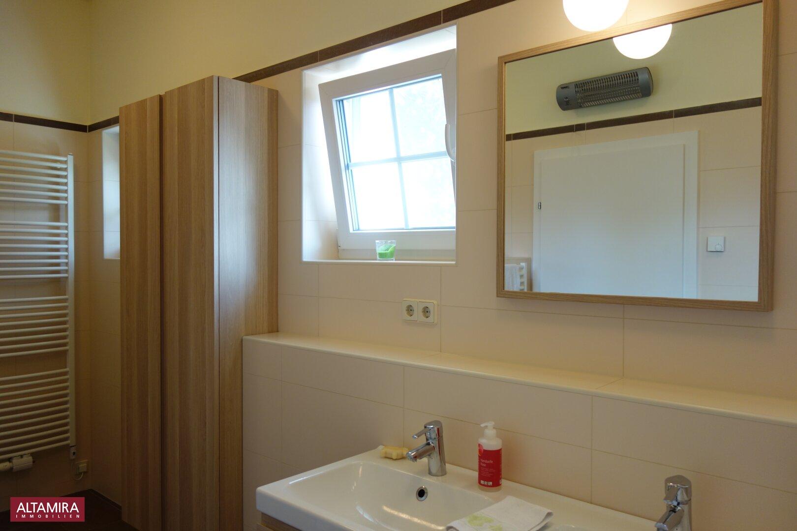 Badezimmer mit WC im EG