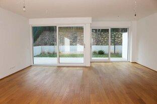 Erdgeschoss Wohnzimmer mit Ausgang auf Terrasse / Garten