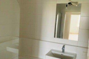 Wunderschöne und frisch sanierte 2 Zimmer Wohnung mit Loggia