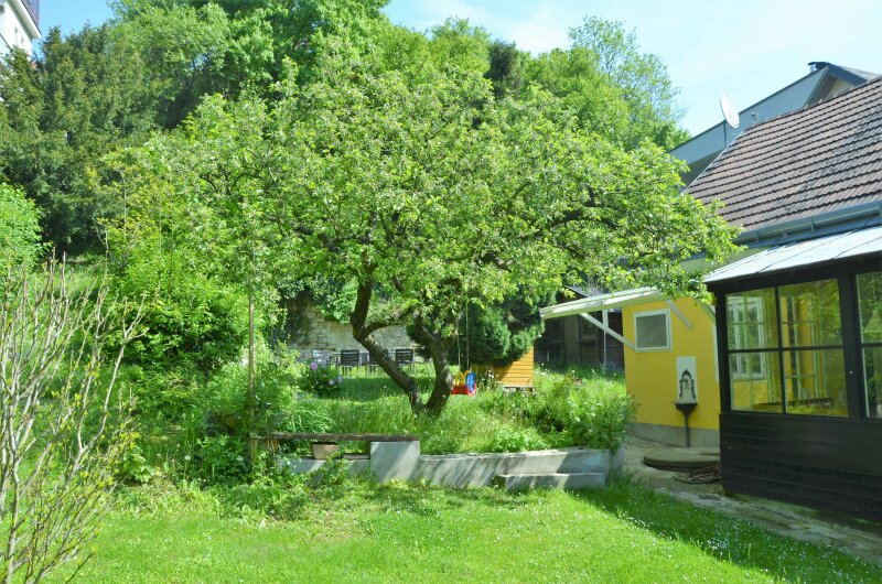 FÜR LIEBHABER ALTER BAUSUBSTANZ. Reizendes Einfamilienhaus mit entzückendem Garten in Kierlinger Ruhelage