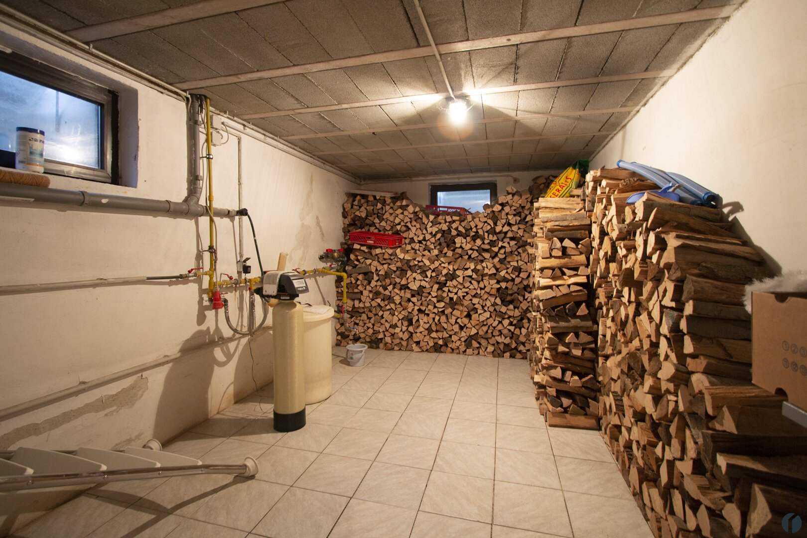 Holzlager und Entkalkungsanlage