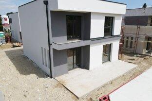 Höchste Qualität Baumeisterhaus: Traumhaftes Einfamilienhaus mit Eigengarten und Keller