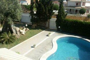 Mediterrane Villa mit Garten und Pool