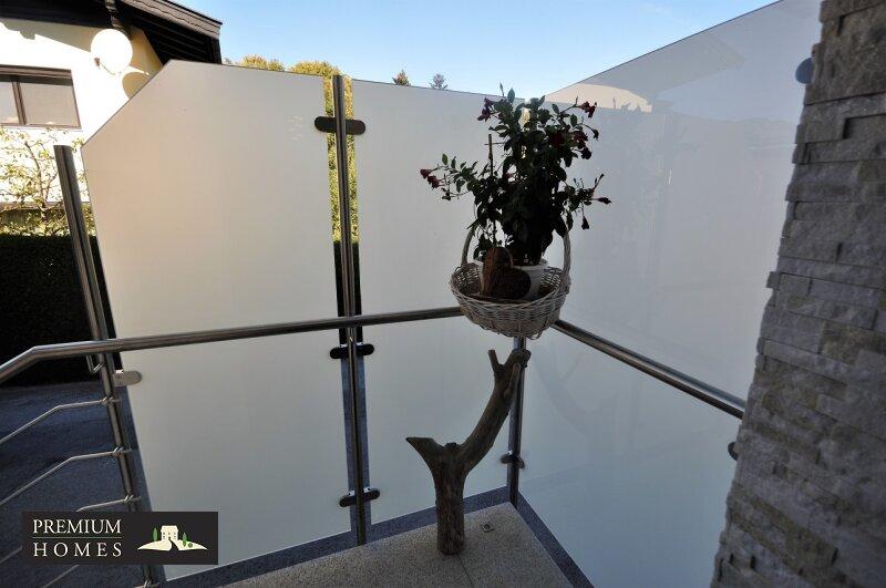 Angerberg_Doppelhaushälfte_Glaselement im Eingangsbereich