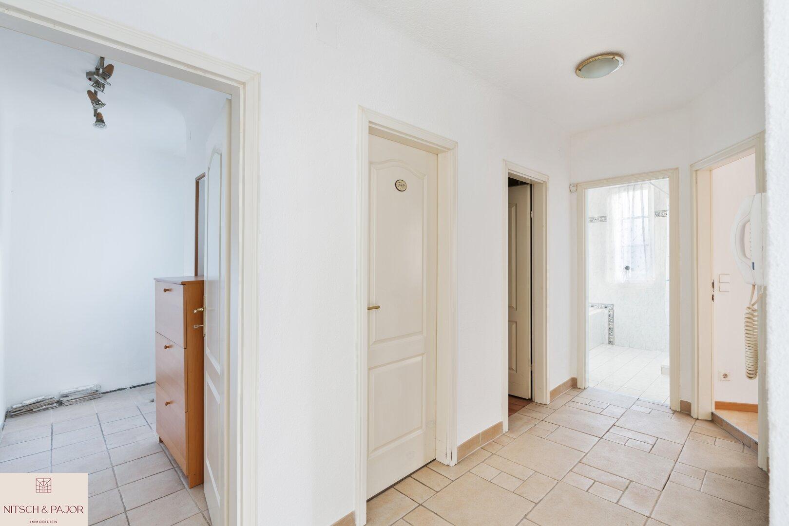 Vorraum zum Schlaf- und Badezimmer