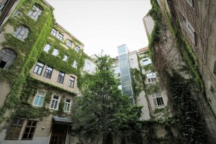 YES -  Reserviert - Herrliche Hofruhelage mit Grünblick - Elegante 2 Zimmer-Altbauwohnung nähe Kolonitzplatz