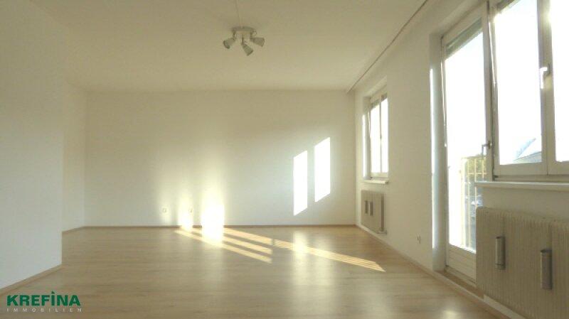 BEWEGUNGSFREUDIG: SONNIGE, GROSSZÜGIG ANGELEGTE 80 m² WOHNUNG