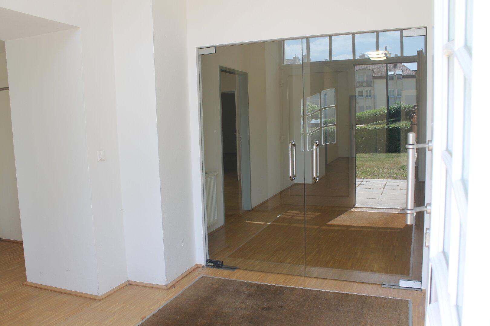 Eingangsbereich mit Glastüre