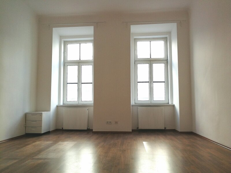NEUWERTIGE  ALTBAUWOHNUNG - 3 Zimmer -  LIFT - U Bahn Nähe - BEZUGSFERTIG - KFZ STELLPLATZ