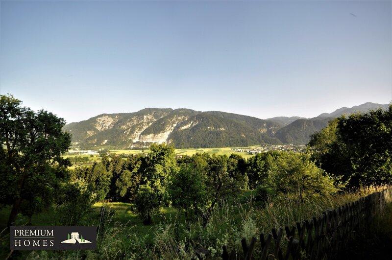 BREITENBACH am Inn - Alte Villa auf riesigem Grundstück zur Sanierung_direkte Umgebung_Hauszufahrt_Richtung Süden