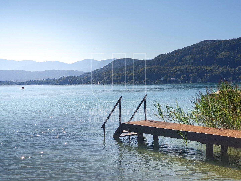 Blick über den See in die Klagenfurter Bucht