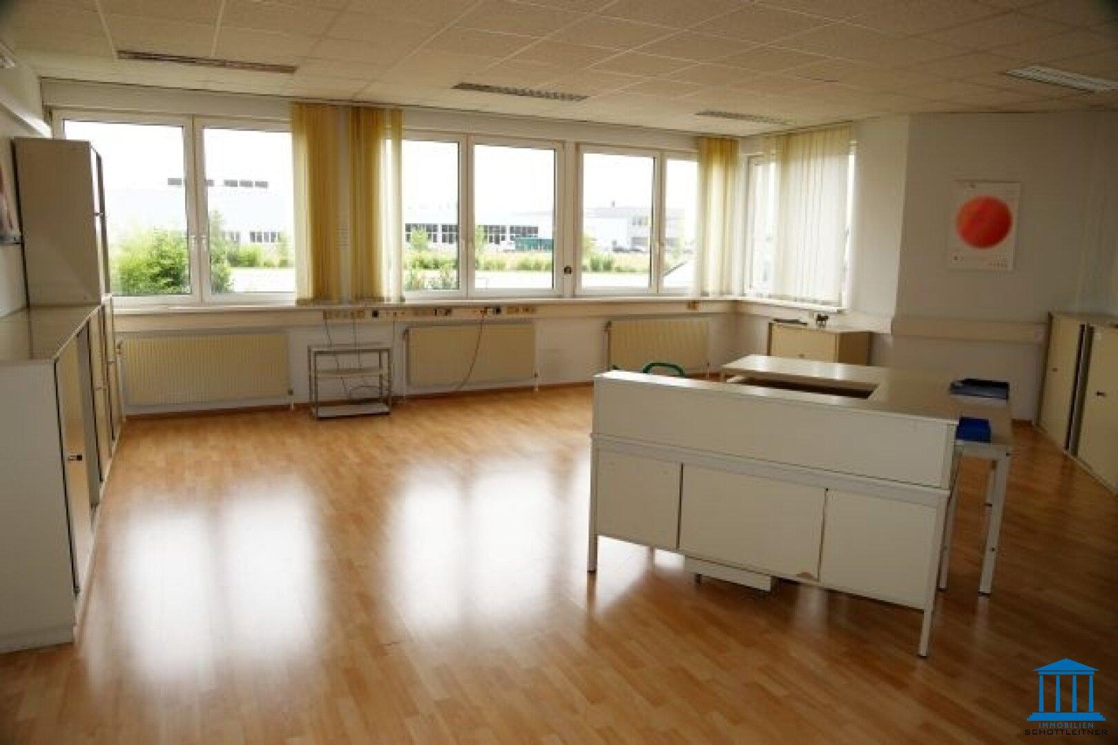 1632_Büro 01
