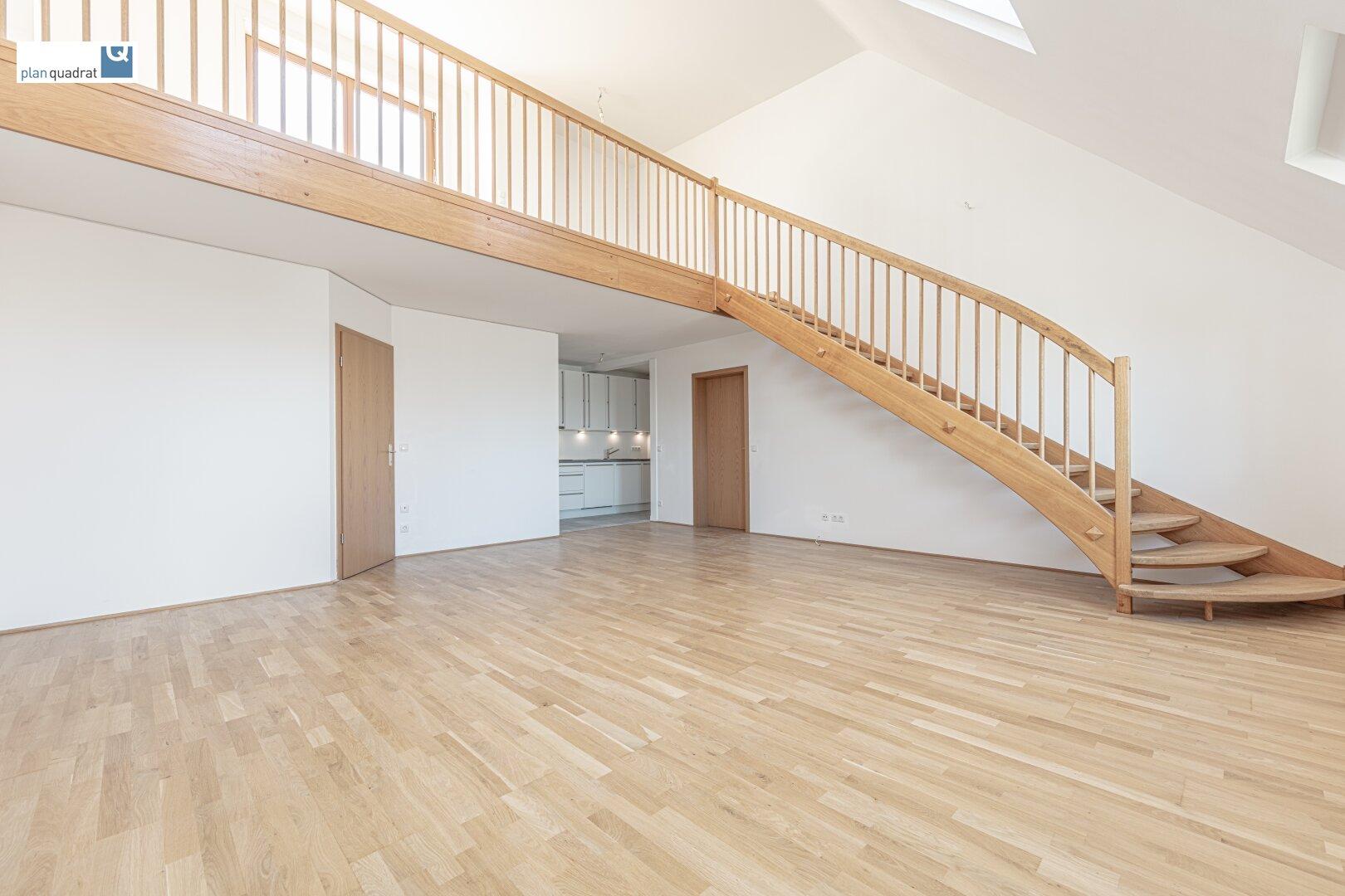 Wohn- / Esszimmer (ca. 34,90 m²) mit offen angrenzender Küche und Galerie (ca. 14,70 m²)