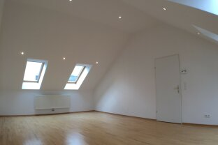 Schöne 2-Zimmer im Dachgeschoss (4,5. Stock, ohne Lift) zu vermieten!