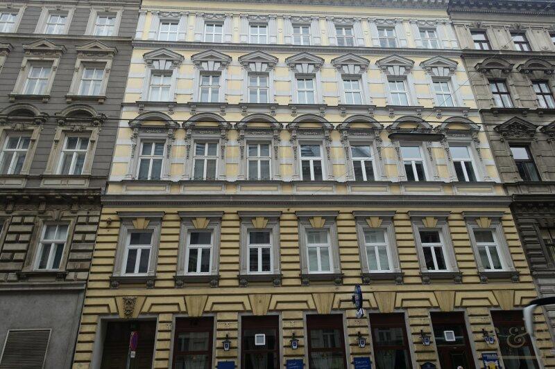 Stilhaus / Rochusmarktnähe / helle 2 Zimmer / unbefristete Altbaumiete