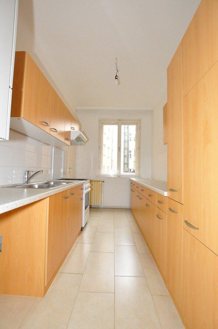 Küche mit Abstellraum