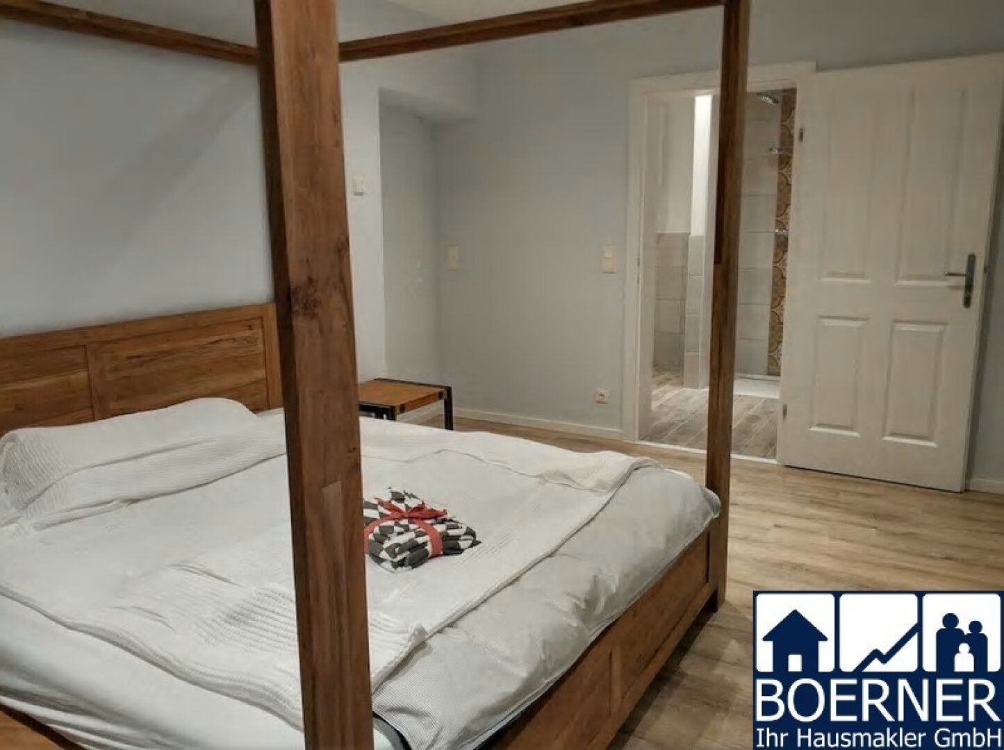 Hinterer Raum mit Doppelbett