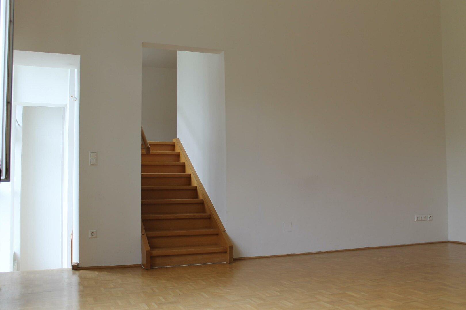 Zimmer mit Stiegenaufgang
