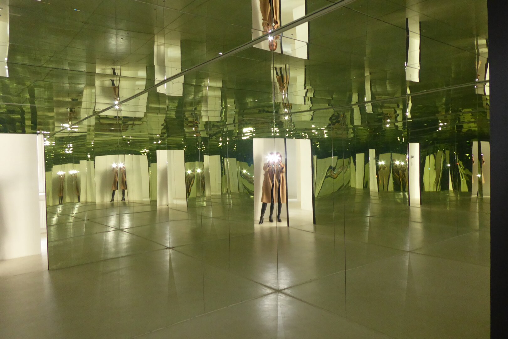 Mirror-Room