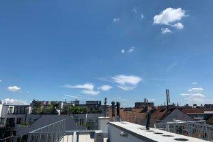 WOHNEN AUF EINER EBENE! Exlusive 3 Zimmer Dachgeschoßwohnung mit Balkon und 63 m² Dachterrasse