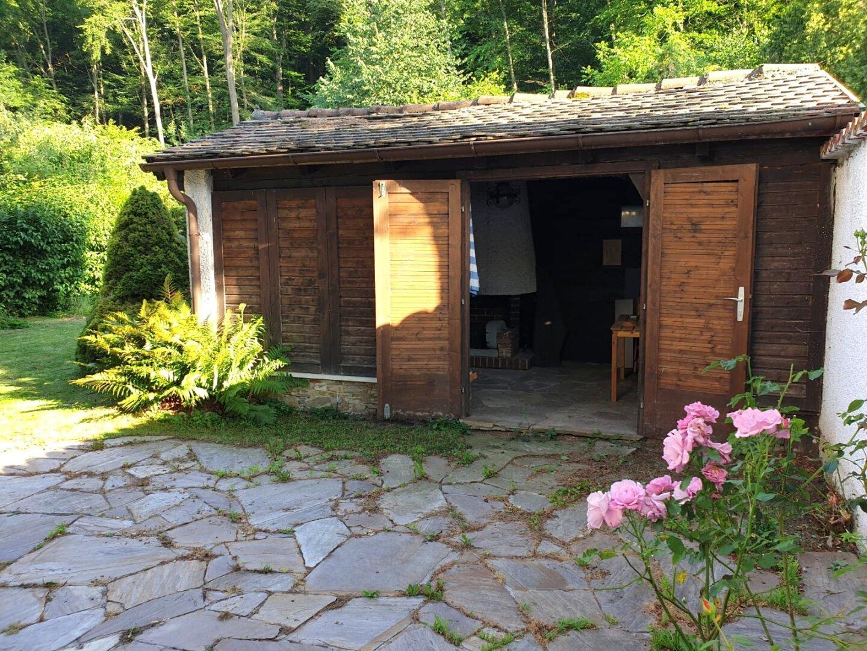 Gartenhäuschen mit Indoor-Grillplatz