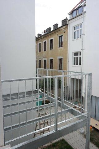 Foto von :::Entzückender Altbauerstbezug mit Balkon in absoluter Ruhelage – komplett saniertes Haus mit Lift und erstklassiger Ausstattung:::