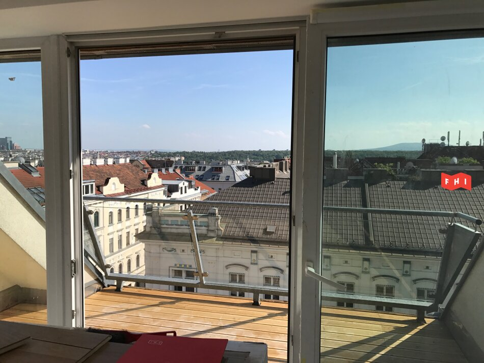 Neu sanierte Dachgeschosswohnung mit Terrasse und Fernblick